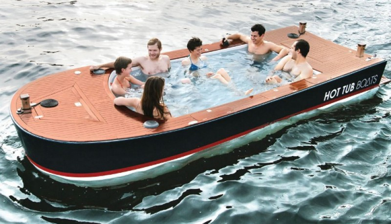 Barco Hot Tub